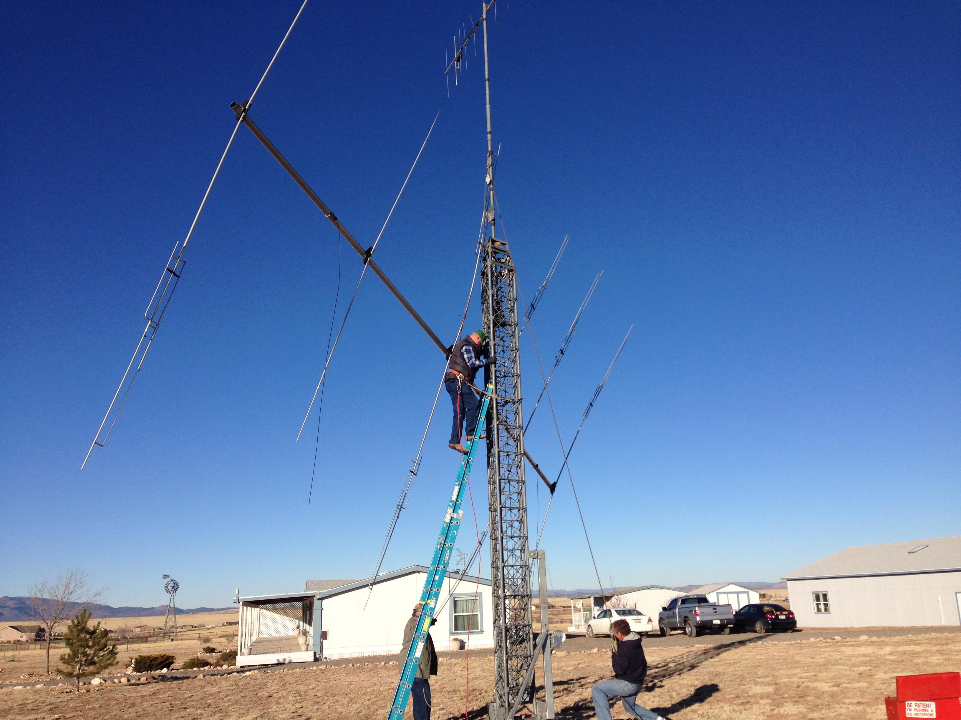 N7CW praying & K7SEN scrambling down the ladder